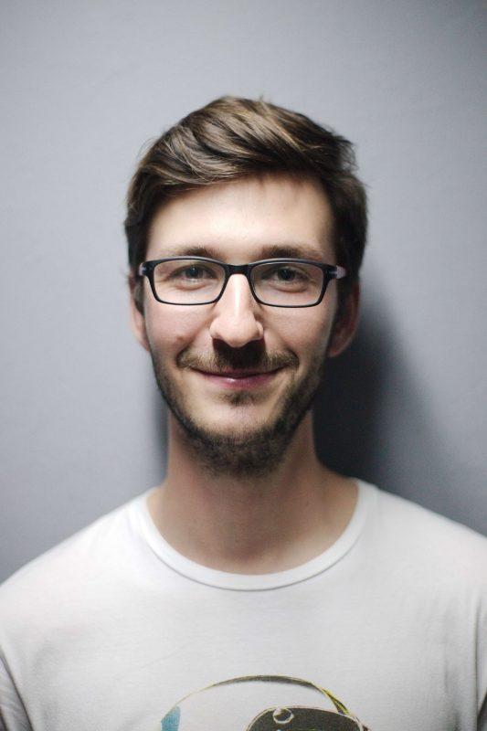Portrait de jeune homme souffrant de dermatite séborrhéique